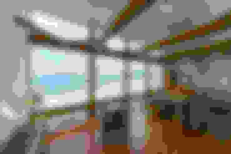 空と海な家 リビング: フォーレストデザイン一級建築士事務所が手掛けたです。