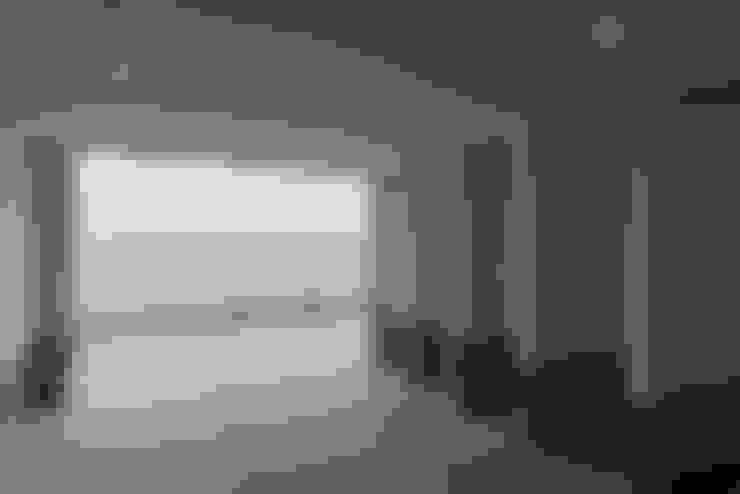 空と海な家 ガレージ: フォーレストデザイン一級建築士事務所が手掛けたです。