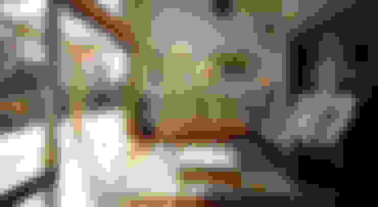 Living room by 竹内建築設計事務所