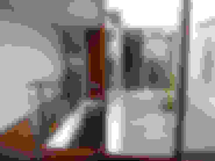 Living room by       古津真一 翔設計工房一級建築士事務所
