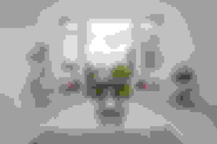 Living room by LMB Loft Conversions