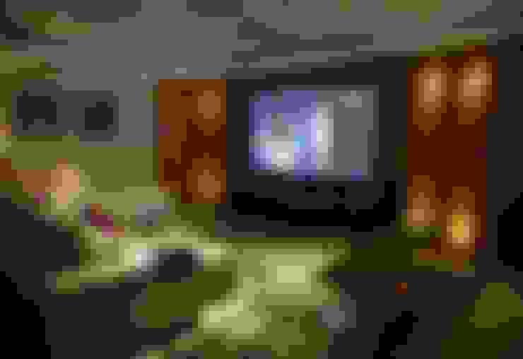 Salas multimedia de estilo  por Belisa Corral - Arquitetura & Interiores
