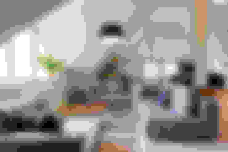 Living room by Planungsgruppe Barthelmey