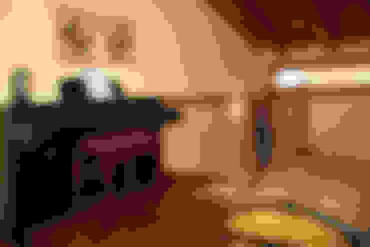 Ingresso & Corridoio in stile  di RIBA MASSANELL S.L.