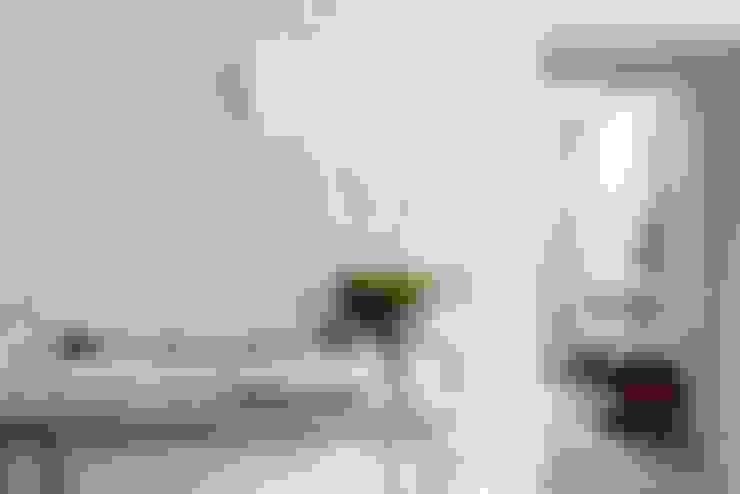 Letnie mieszkanie pod Berlinem: styl , w kategorii Ściany i podłogi zaprojektowany przez Loft Kolasiński