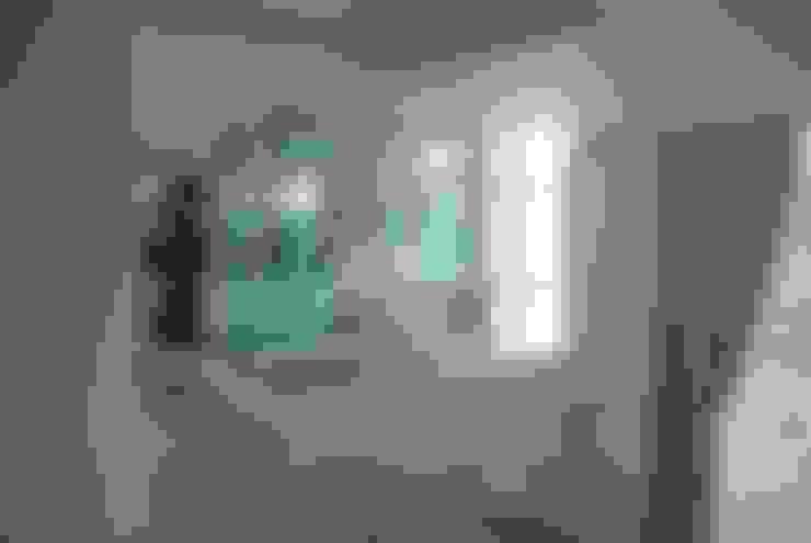 Pasillos y hall de entrada de estilo  por FergoStudio