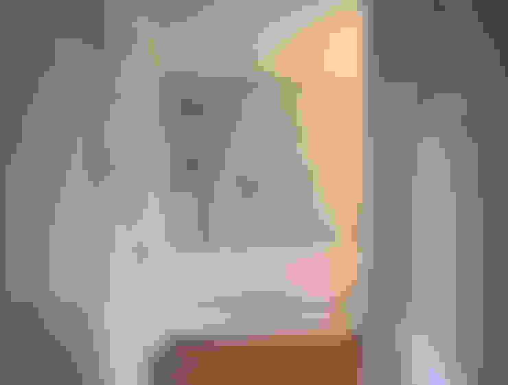 Picta Wallpaper: Pareti & Pavimenti in stile  di Pictalab