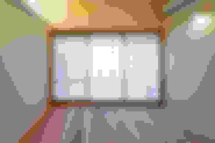 Salas de entretenimiento de estilo  por スズケン一級建築士事務所/Suzuken Architectural Design Office