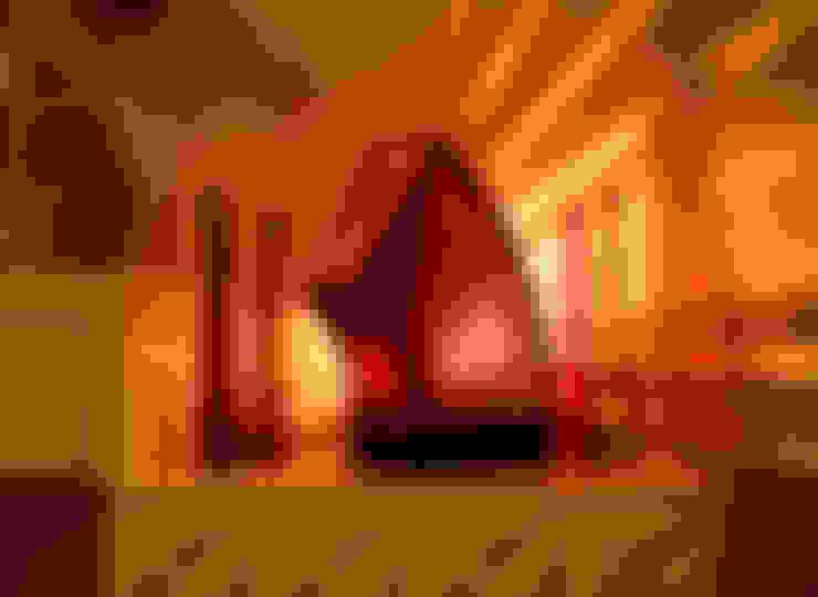 Sustainable Handmade Sylvn Studio Rondeur Red Table Lamp:  Living room by Sylvn Studio