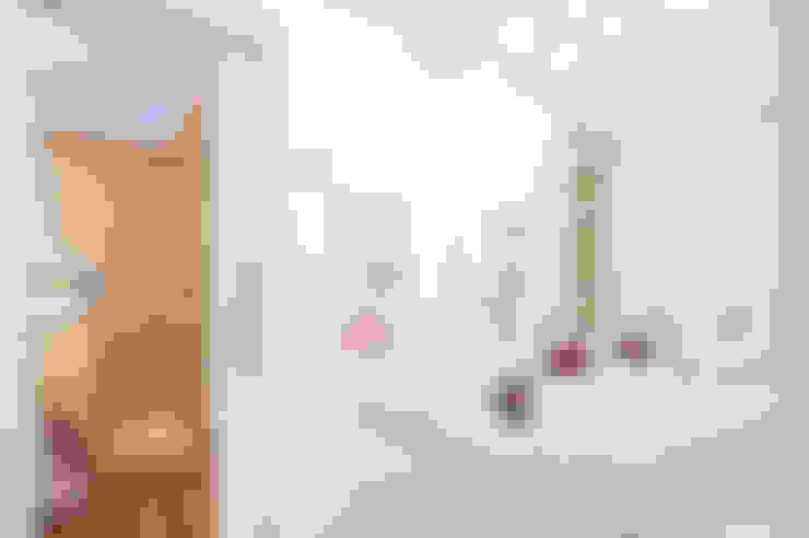 Banheiro da Demi-suíte Filhas : Banheiros  por Patrícia Azoni Arquitetura + Arte & Design