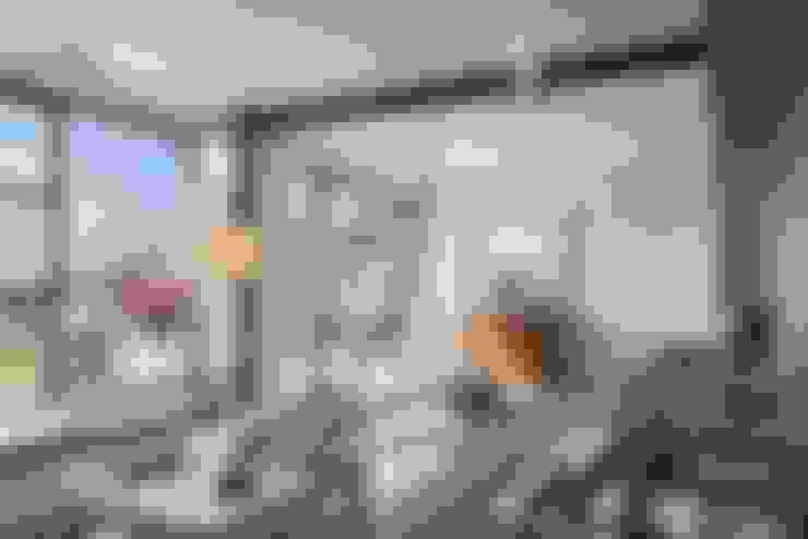 ATTICO IN CITTA': Terrazza in stile  di architetto Lorella Casola