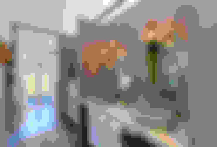 Baños de estilo  por SegmentoPonto4