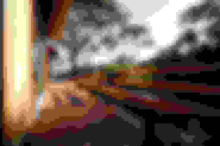 Terrasse de style  par L2 Arquitetura