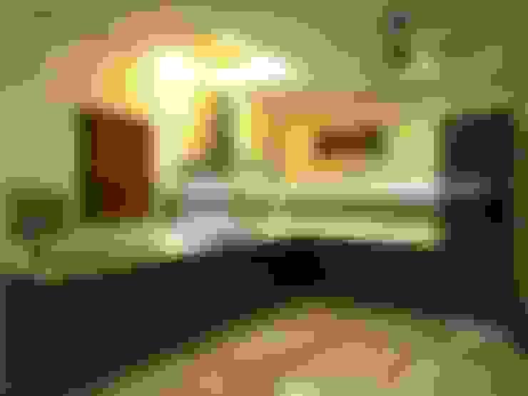 Maddineni Residence:  Kitchen by Freelance Designer
