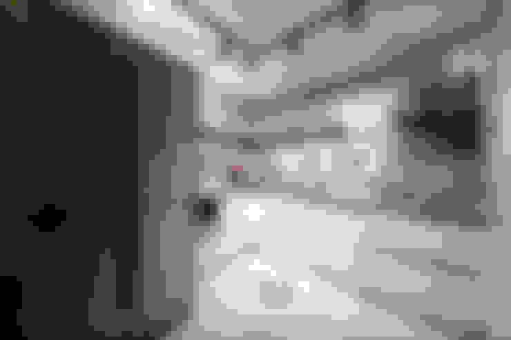 Кухни в . Автор – homify