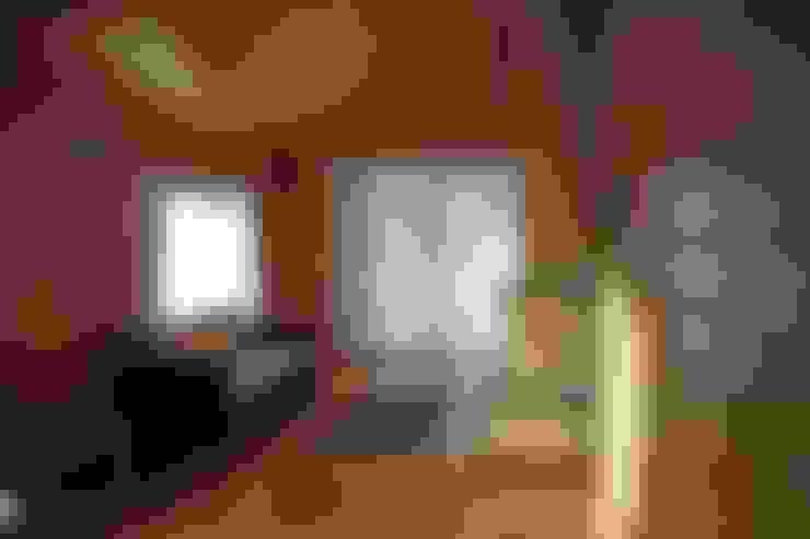 Kuloğlu Orman Ürünleri – Şömineli Ahşap Ev:  tarz Multimedya Odası
