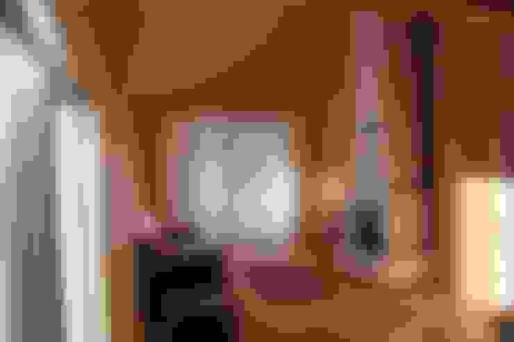 Kuloğlu Orman Ürünleri – Şömineli Ahşap Ev:  tarz Oturma Odası