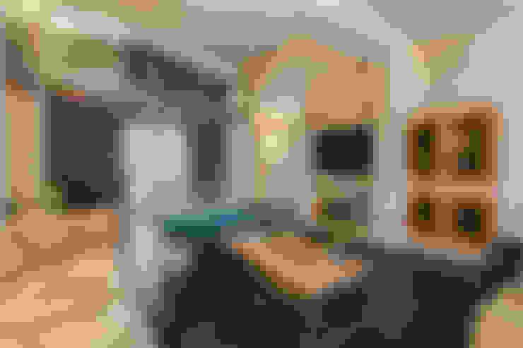 Ruang Keluarga by Erina Home Staging