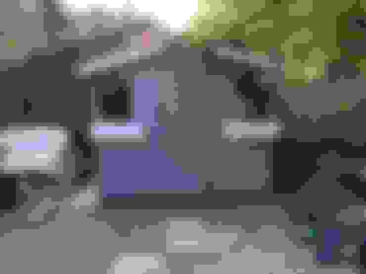 Nhà để xe/Nhà kho by Cornus Garden Design