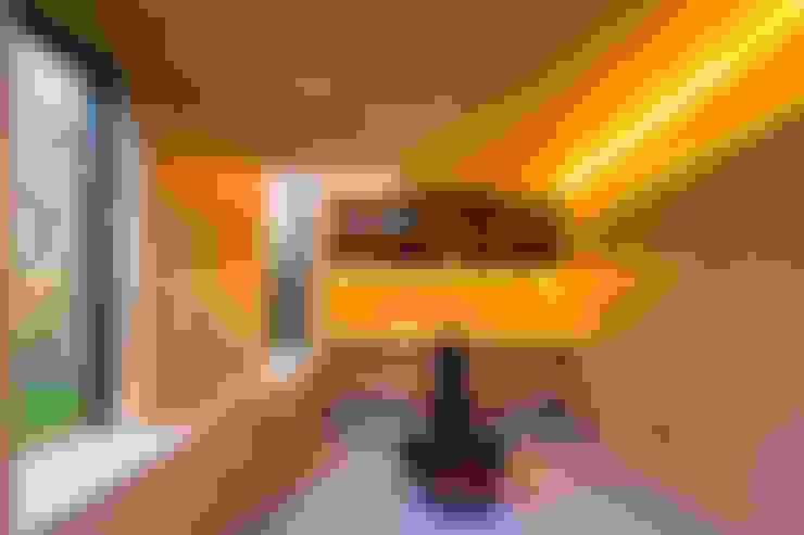 Gimnasios en casa de estilo  por Neil Dusheiko Architects