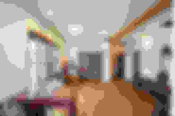 Ruang Keluarga by アトリエdoor一級建築士事務所