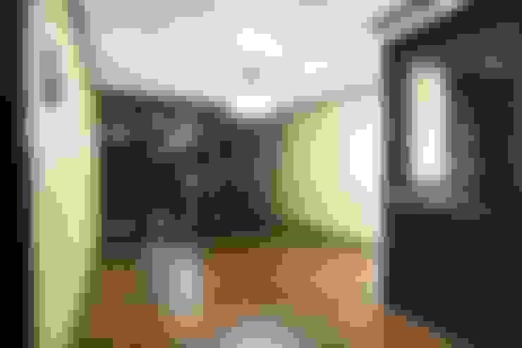 거실: 나무숨인테리어의  거실