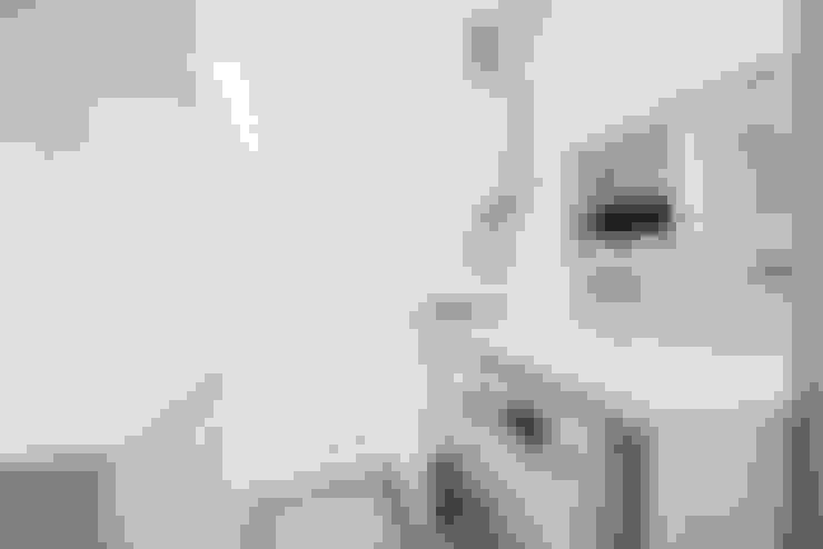 LAVANDERIA: Cozinhas  por TRÍADE ARQUITETURA