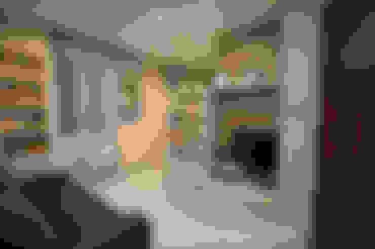 غرفة المعيشة تنفيذ ARCHITETTO LAURA LISBO
