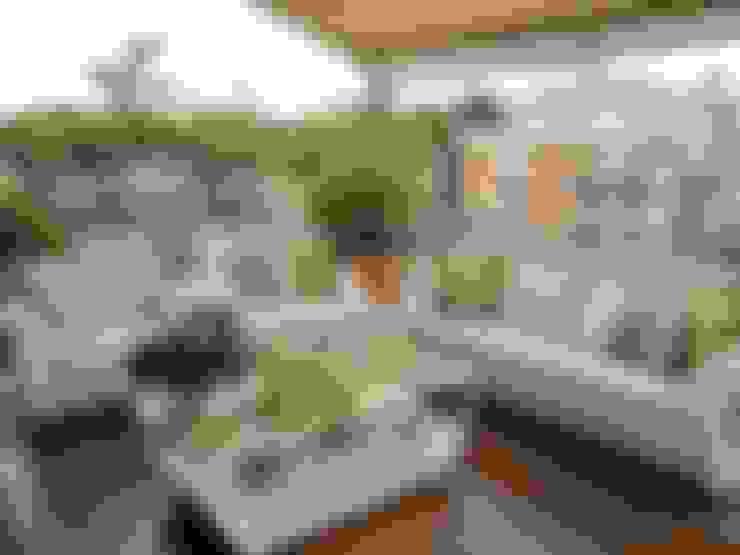 Hiên, sân thượng by Loredana Vingelli Home Decor