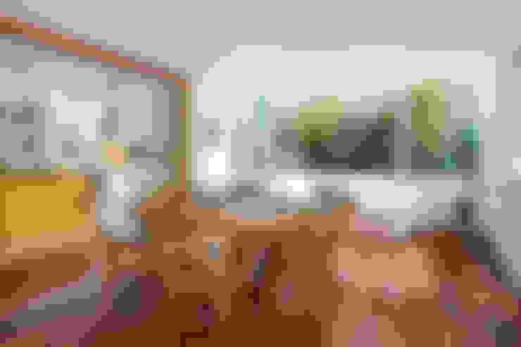 Casa Horto OBM 79: Salas de jantar  por Maria Claudia Faro