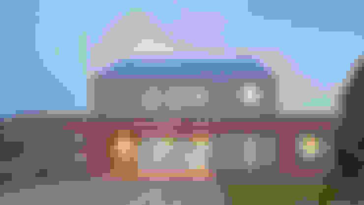 Nhà by Nash Baker Architects Ltd