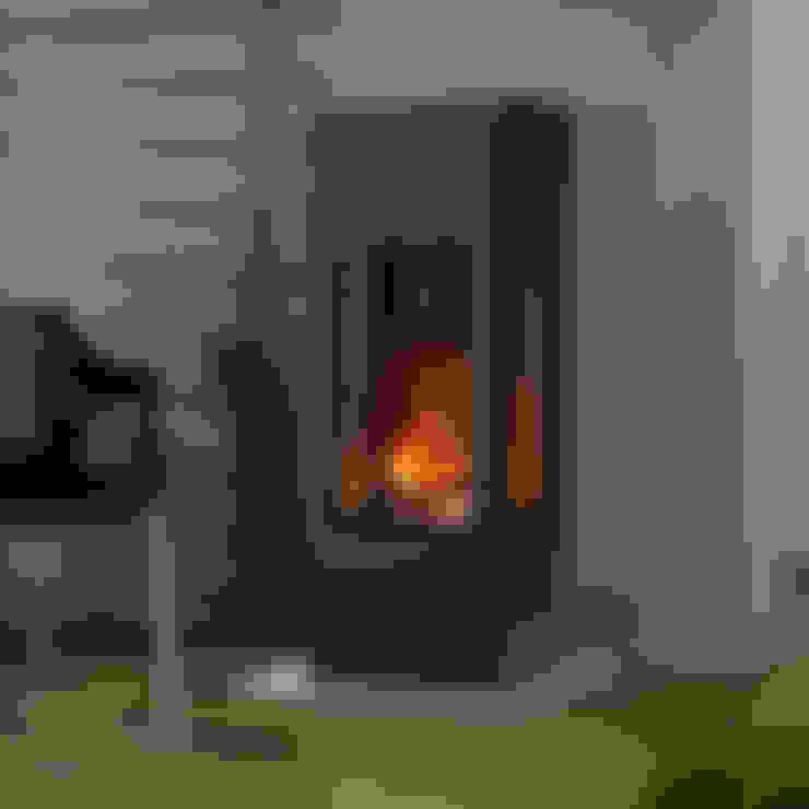 Living room by muenkel design - Elektrokamine aus Großentaft