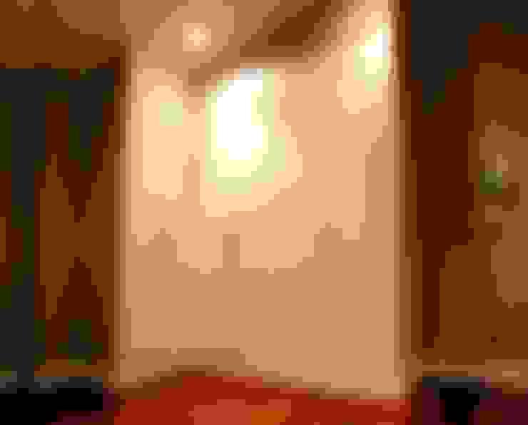 Vestíbulos, pasillos y escaleras de estilo  por VETTA GRUPO