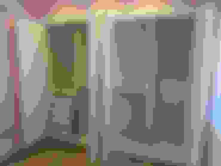 Dormitorios de estilo  por Rudeco Construcciones