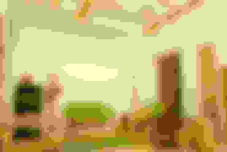 Bamboo Canopy:  Living room by Errol Reubens Associates