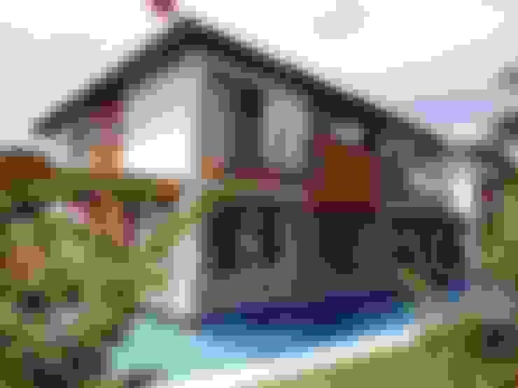 Case in stile  di Tupinanquim Arquitetura Brasilis