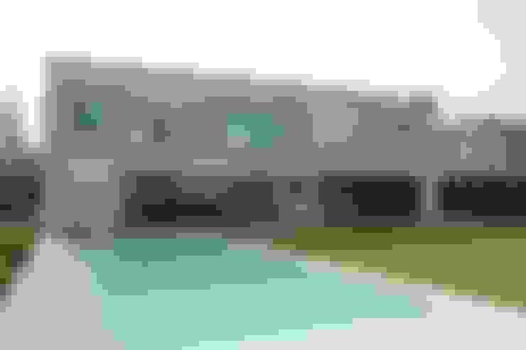 Casa Moderna: Piletas de estilo  por GG&A