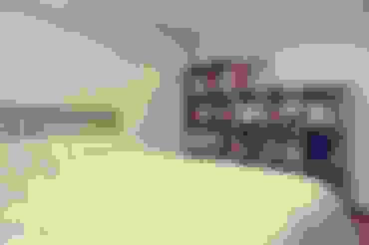 22평 좁은집 신혼집 홈스타일링 : homelatte의  침실