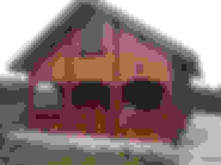 casedilegnosr tel. 3455838899: Camera da letto in stile  di CasediLegnoSr