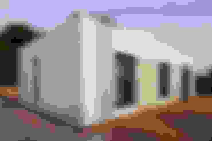 Maisons de style  par Casas inHAUS