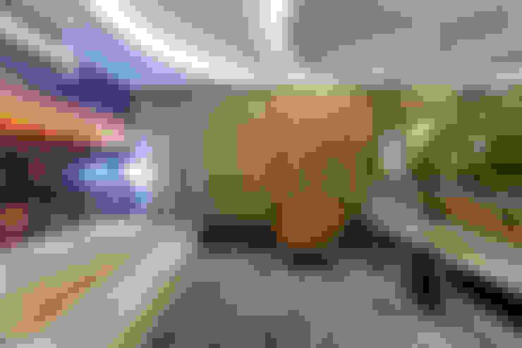 Casa Orquídea: Salas multimídia  por Arquiteto Aquiles Nícolas Kílaris