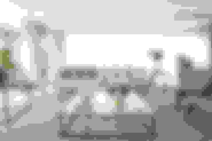 غرفة المعيشة تنفيذ Léo Shehtman Arquitetura e Design