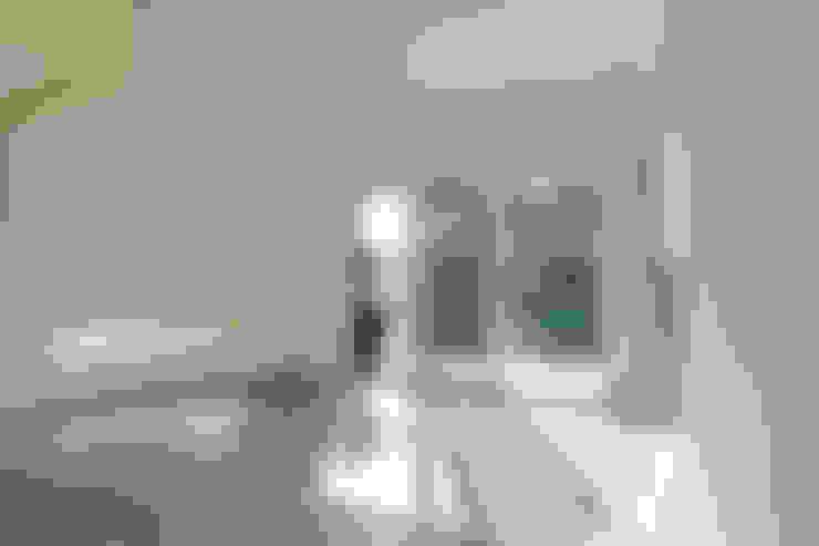 Salas / recibidores de estilo  por B.U.S Architecture