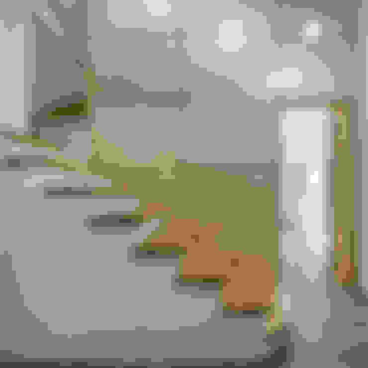 Pasillos y vestíbulos de estilo  por B.U.S Architecture