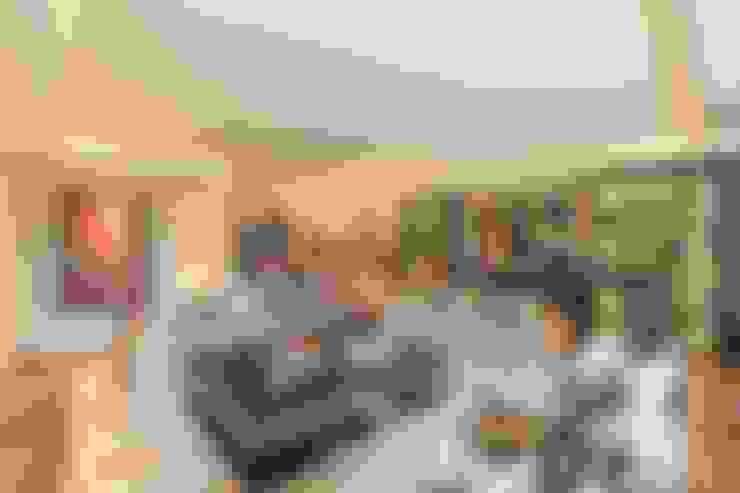 Kerim Çarmıklı İç Mimarlık – K.T.K Evi İstinye:  tarz Oturma Odası