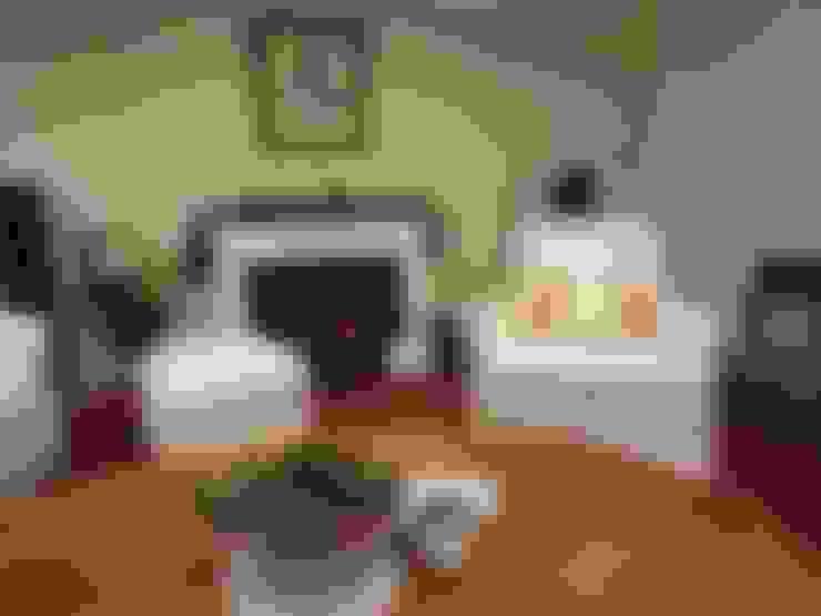 Arm sofa &Ottoman Reuphplsered: (株)工房スタンリーズが手掛けたリビングルームです。