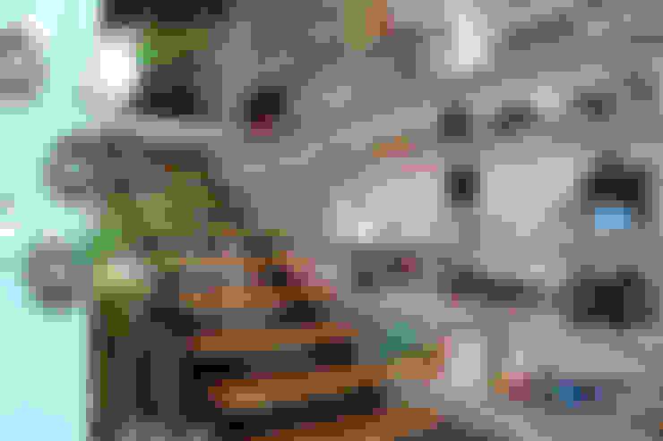 Escalera a oficinas: Tiendas y espacios comerciales de estilo  por RL+N Arquitectura