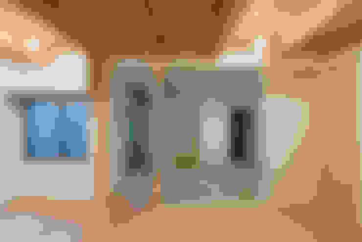 Living room by 家山真建築研究室 Makoto Ieyama Architect Office