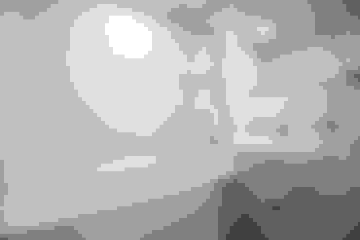 Baños de estilo  de DESIGNSTUDIO LIM_디자인스튜디오 림
