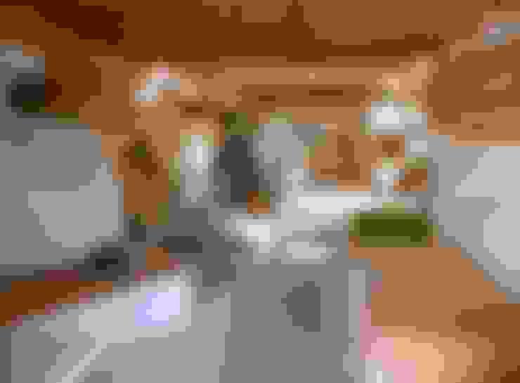 CASA EM FORMA DE ABRAÇO : Quartos  por pedro quintela studio